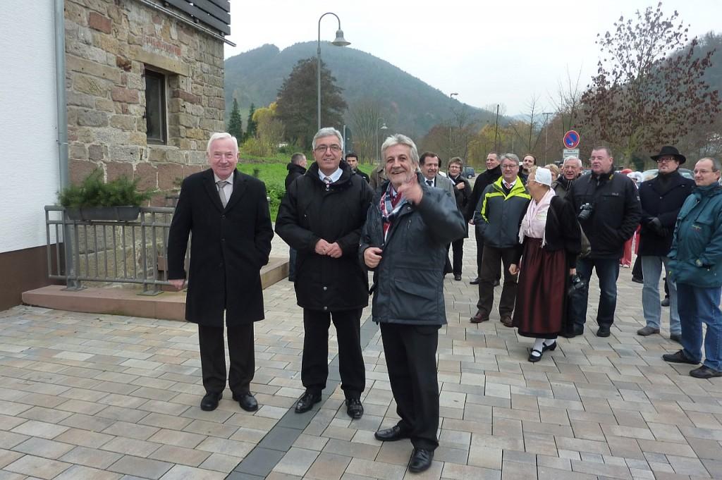 Dorfrundgang; Ortsbürgermeister Erwin Grimm, Minister Roger Lewentz, Verbandsgemeinde-Bürgermeister Hermann Bohrer; Foto: Birgit Bauer